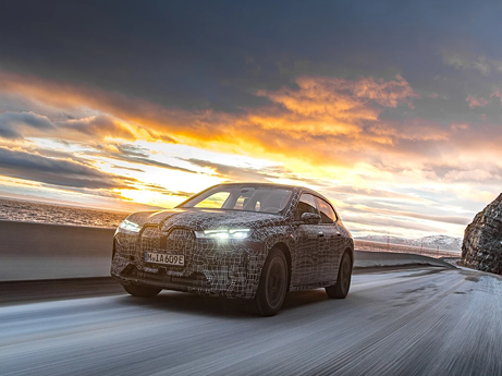 Der BMW iX in der finalen Wintererprobung.