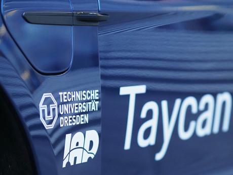 Porsche und die TU Dresden bauen die Zusammenarbeit aus