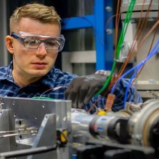 Eaton startet Konstruktion, Entwicklung und Fertigung von E-Drive-Getrieben