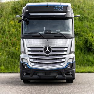 Daimler Trucks begins rigorous testing of its fuel-cell truck.