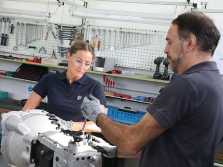ZF hat für das James Bond-Auto DB5 das historische Sportgetriebe S5-325 nachgefertigt