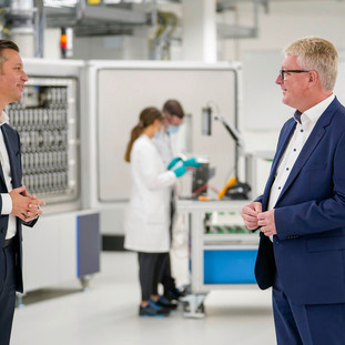New laboratory for battery cell research and development opened by Volkswagen Group Components.