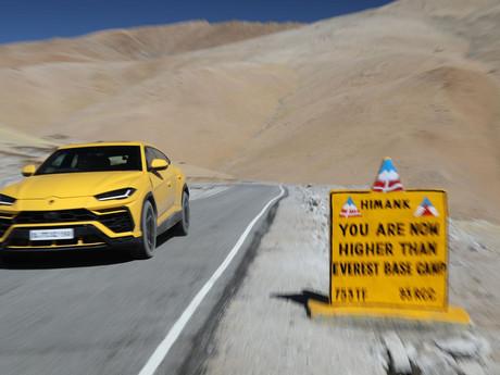 Extreme - Lamborghini Urus sfida la strada motorabile più alta del mondo in India