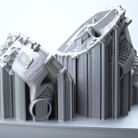 Porsche crea una cubierta de motor eléctrico con una impresora 3D
