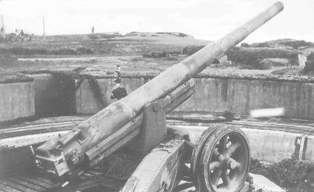 Pointe du Hoc 15,5cm gun.jpg