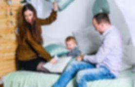 Развлечение счастливой семьи