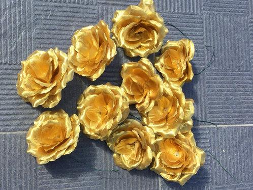 Gouden roos op draad