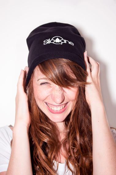 silowane-bonnet-brodé-rire