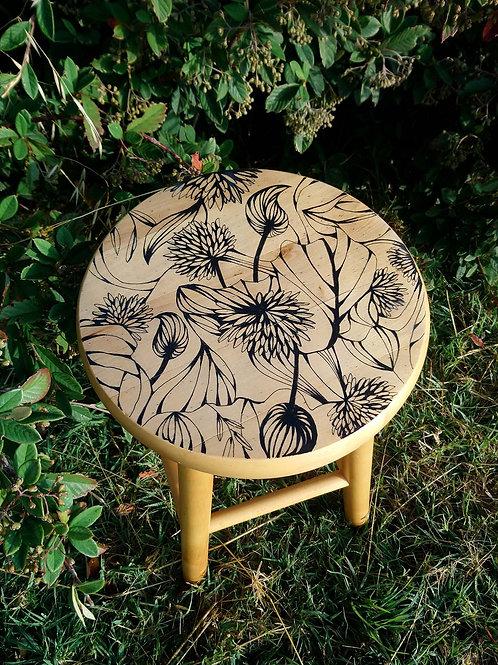 tabouret en bois dessin botanique