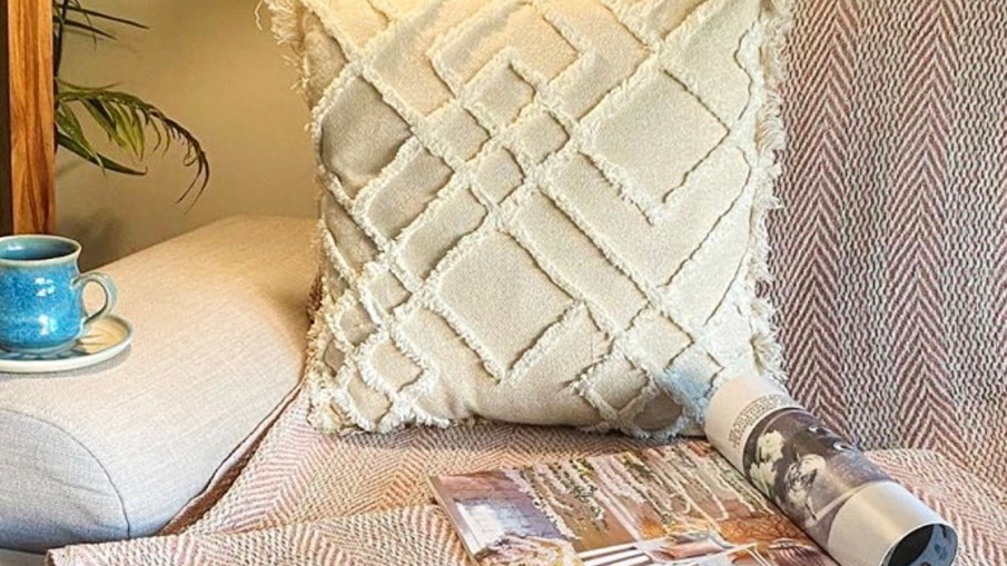 Tufted fringed pillow cover