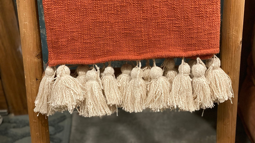 Rust throw with natural tussels