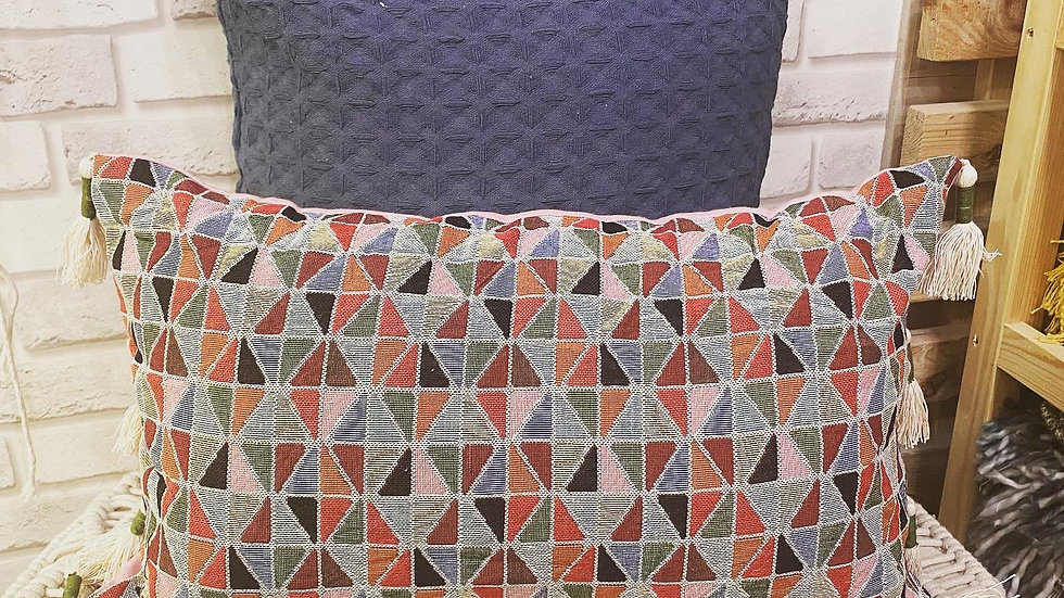 Honeycomb cushion cover with jacquard cushion combo