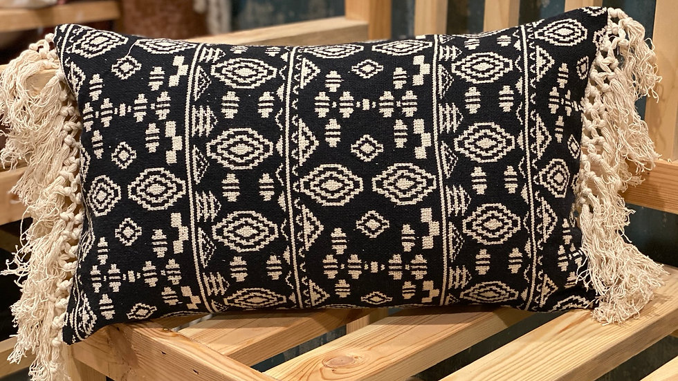 Black and natural jacquard lumbar pillow cover with 2 side knitted fringes