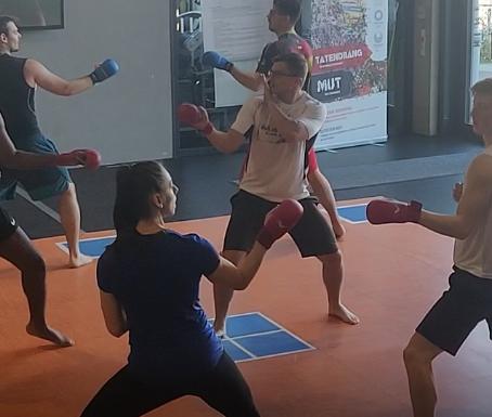 Gyaku-Zuki, Kizame: Karate-spezifisches Kumite-Training
