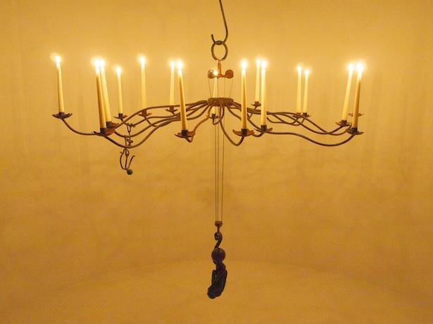 Counterbalanced candelabra
