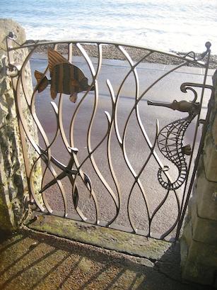 Sea-life gate