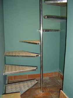 Cantilever stainless spiral