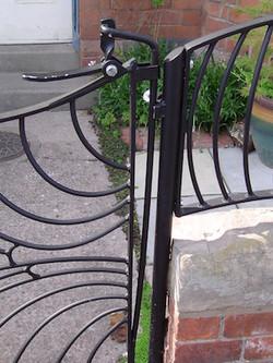 Butterfly gate & railings (latch)
