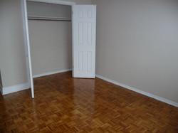 Bedroom showong closet
