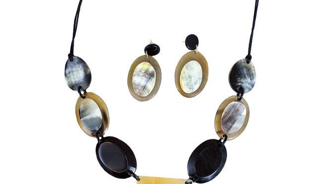 Horn Pendant Necklace Set