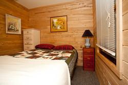 Cabin 5 bedroom (2)