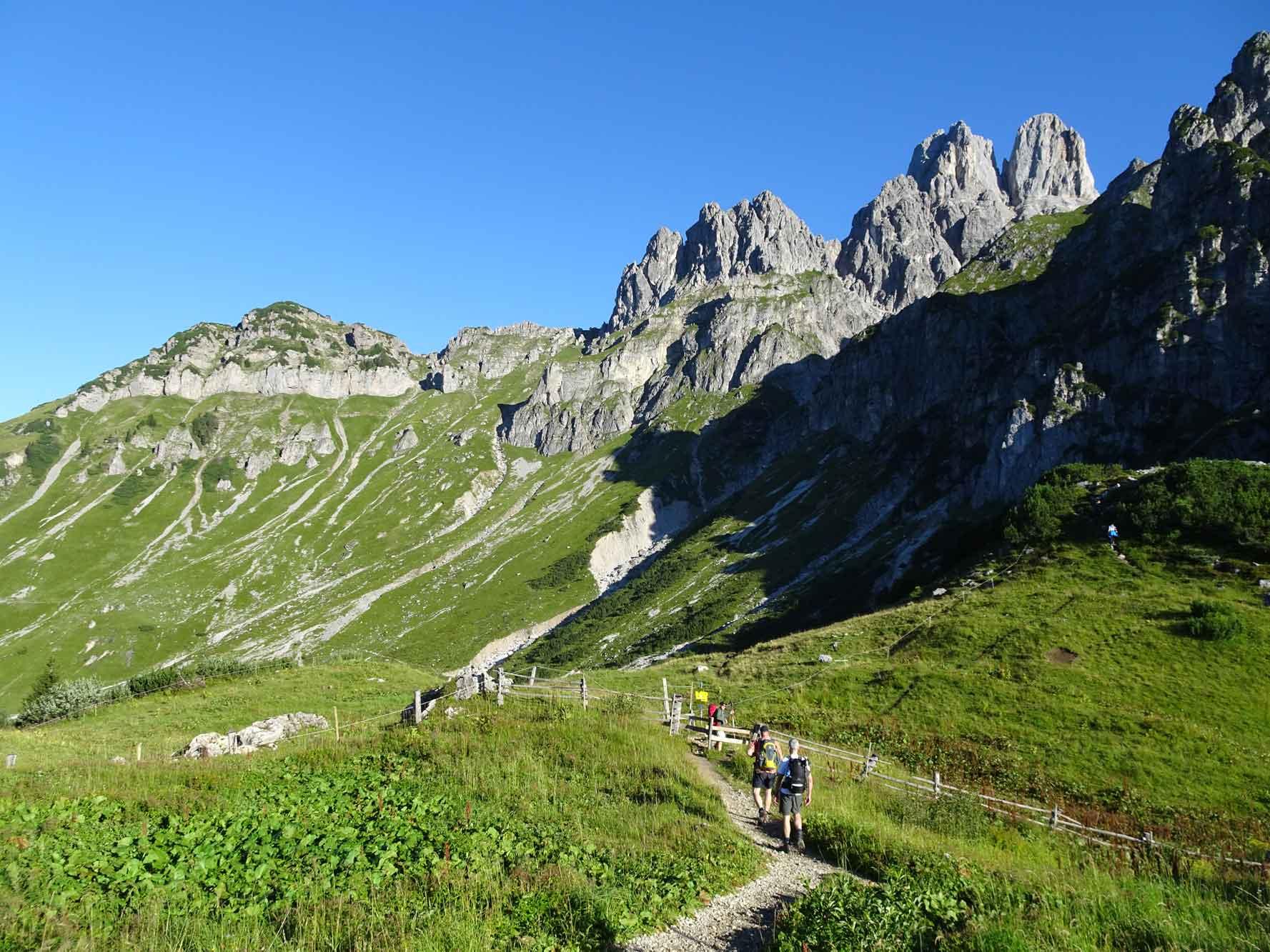 DachsteinHöhenRundweg-Gosaukamm-Wanderwegweiser-4