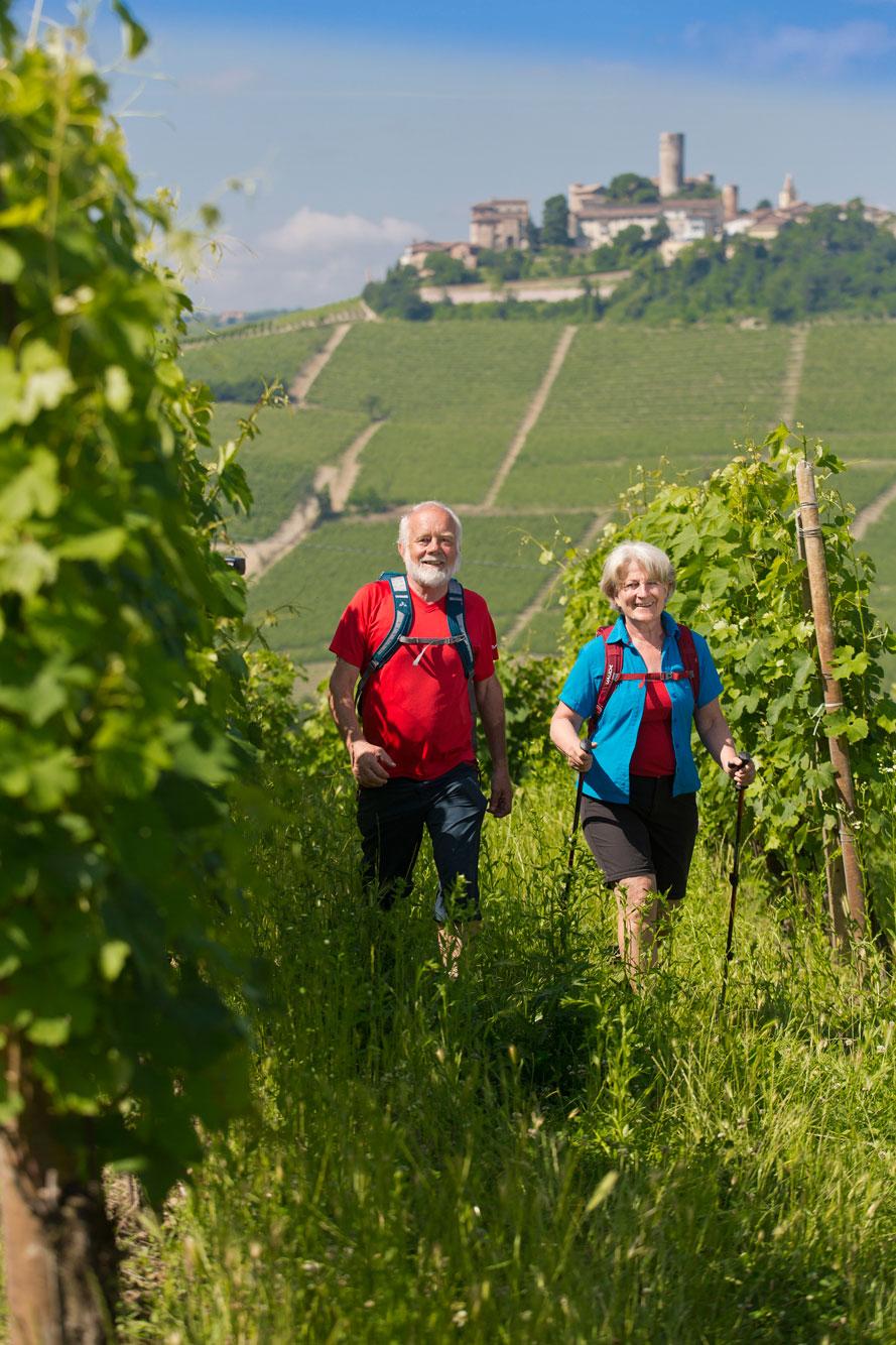 Piemont-Ligurien-Serralunga-Alba-Wanderer-1