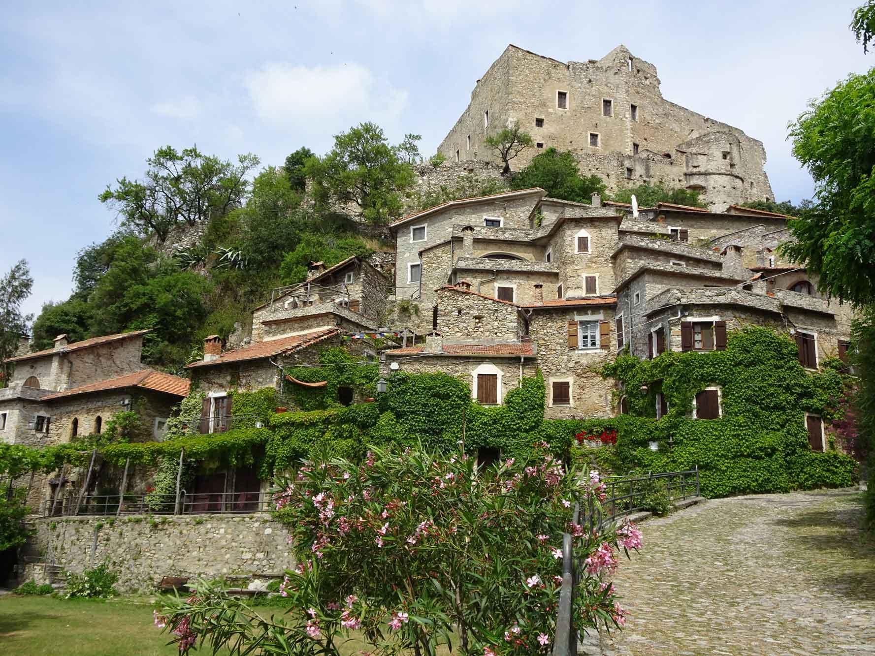 Piemont-Ligurien-Castelvecchio-di-Rocca-Barbena-1