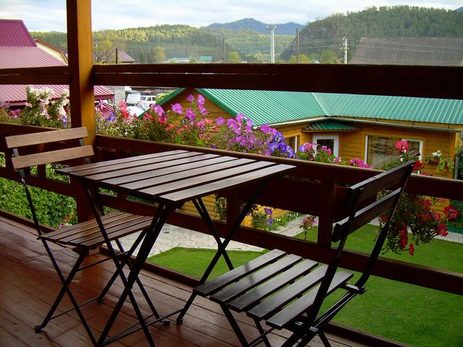 Столики с видом на горы