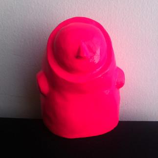 Título: Sin cara (rosada) Técnica: Moldeado en Yeso Dimensiones: 11.5x8x7.5cm Año: 2015