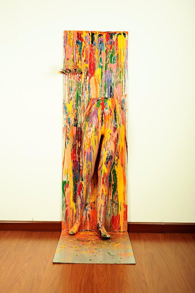Título: Encontrando el camino Técnica: Mixta Crayola derretida sobre fibra de vidrio Dimensiones: 50 x 155 x 25 cm  Fecha: 2011