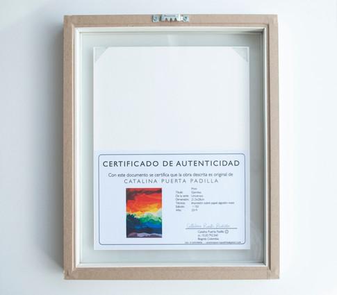 Print Gomitas con marco blanco flotante y certificado de autenticidad