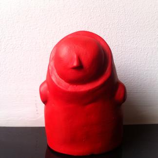 Título: Sin cara (rojo fuego) Técnica: Moldeado en Yeso Dimensiones: 11.5x8x7.5cm Año: 2015