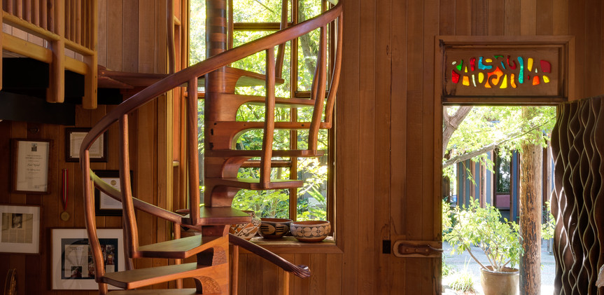 Spiral Staircase/Alfreda Door