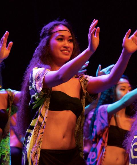 Hinepoetea TEPOU-ATGER cours de danse tahitienne à bordeaux