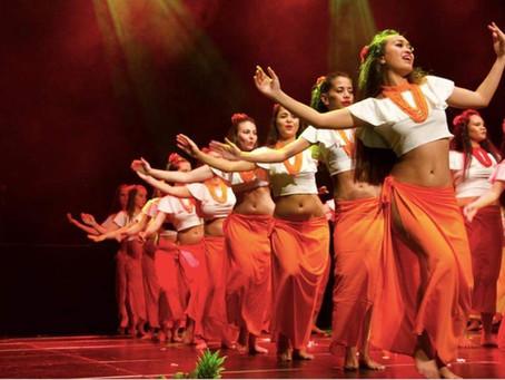 Comment se prépare une danseuse pour un spectacle de danse tahitienne?