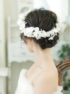 白い花の花冠