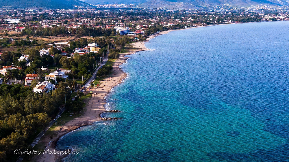 Η Παραλία της Νέας Μάκρης με κόσμο | Φωτ.: Χρήστος Μαλέτσικας