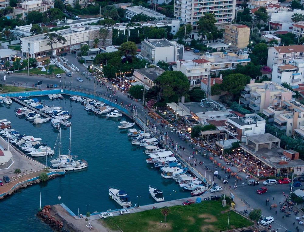 Η παραλία της Νέας Μάκρης ως «πεζόδρομος» μετά τις 7μμ. | Drone pic: Χρήστος Μάλετς