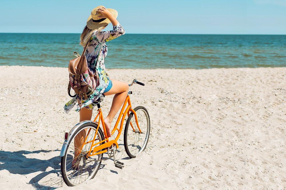 O μοναδικός πεζόδρομος στη Νέα Μάκρη βρίσκεται σε τραγική κατάσταση ειδικά στα τελευταία μέτρα της διαδρομής όπου σταματάει ο δρόμος λόγω καθίζησης του εδάφους... Σε ανίθετη περίπτωση θα ήταν δυνατή η πρόσβαση με ποδήλατο από Νέα Μάκρη σε παραλία του Σχινιά εντός μισής ώρας παραλιακώς!