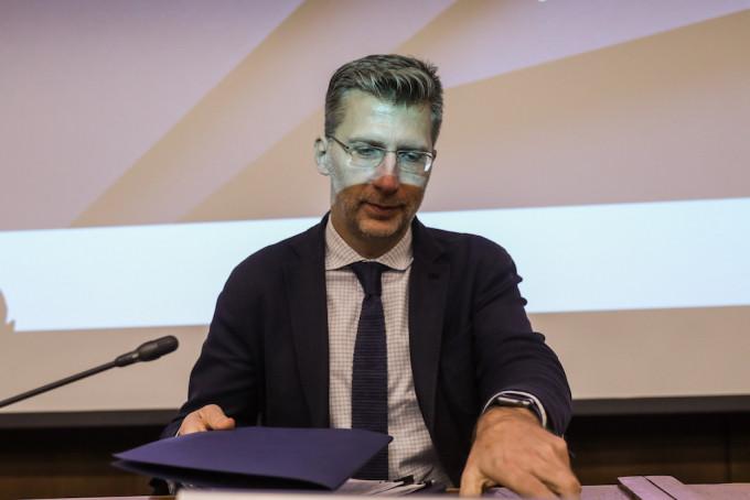 Ο Υφυπουργός παρά τω Πρωθυπουργώ, Αρμόδιος για τον συντονισμό του Κυβερνητικού Έργου Άκης Σκέρτσος που θεωρείται ο εμπνευστής της ιδέας για την ΑΜΚΕ Μάτι Ξαναζώ. (EUROKINISSI/ ΣΤΕΛΙΟΣ ΜΙΣΙΝΑΣ)