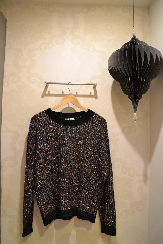 Gabi's Boutique και προτείνουμε μία πλεκτή εορταστική μπλούζα Molly Bracken Νέα Μάκρη