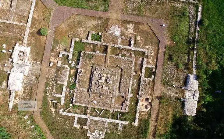 Το ιερό (60x60 μ.) διέθετε τέσσερις εισόδους, οι οποίες ήταν πλήρως ευθυγραμμισμένες με τα τέσσερα σημεία του ορίζοντα.
