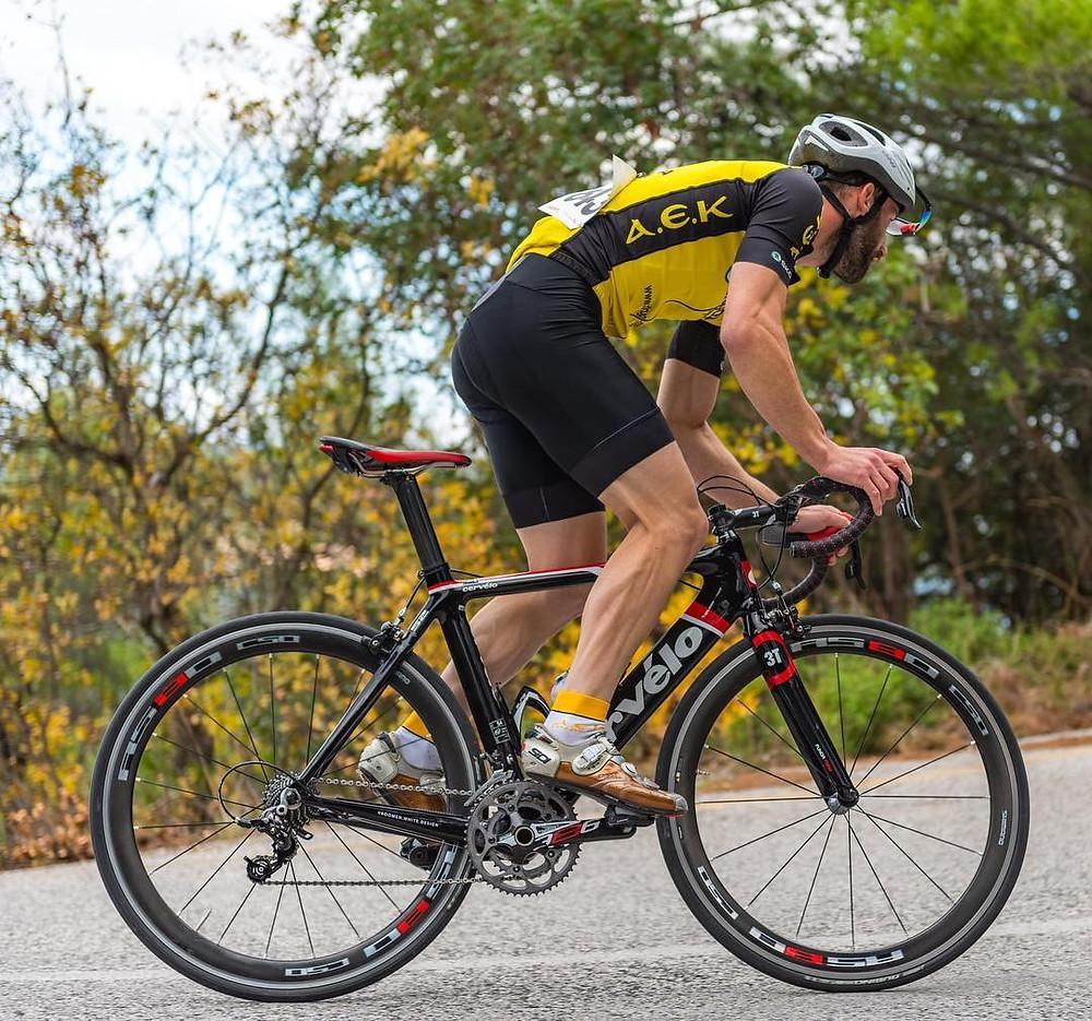 Επαγγελματίας ποδηλάτης, Ο Γιώργος Παύλος Σταματόπουλος  με ποδηλατική στολή και κράνος! |