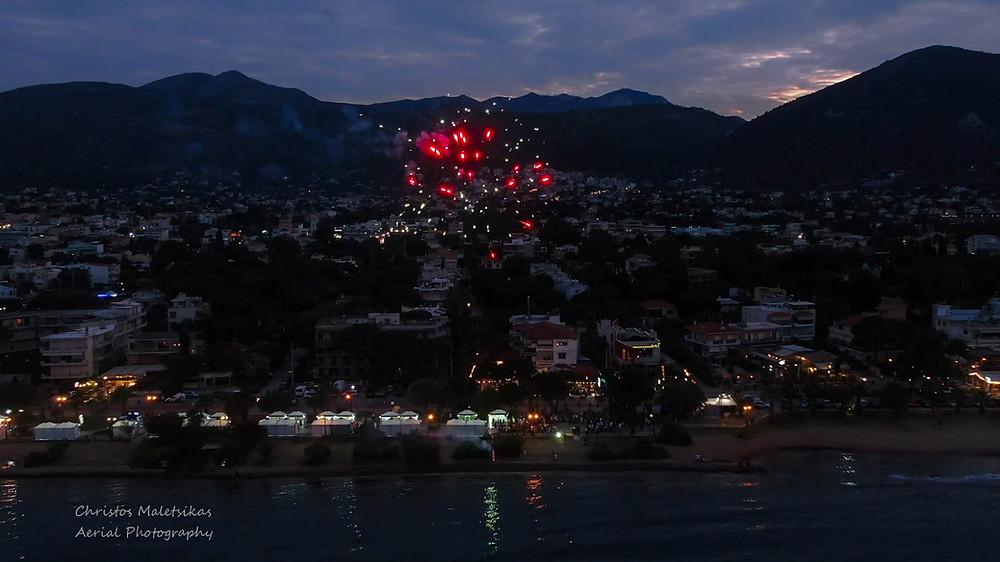 Στιγμιότυπο με βεγγαλικά από την πρώτη ημέρα του φεστιβάλ Μαραθώνα | drone photographer Christos Malets