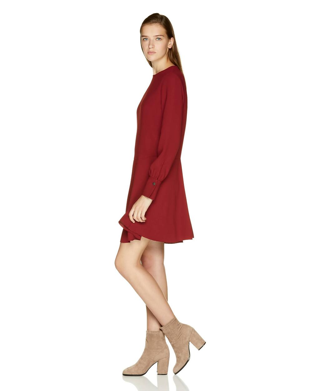 φόρεμα σε κατάστημα της Νέας Μάκρης / μαραθώνα