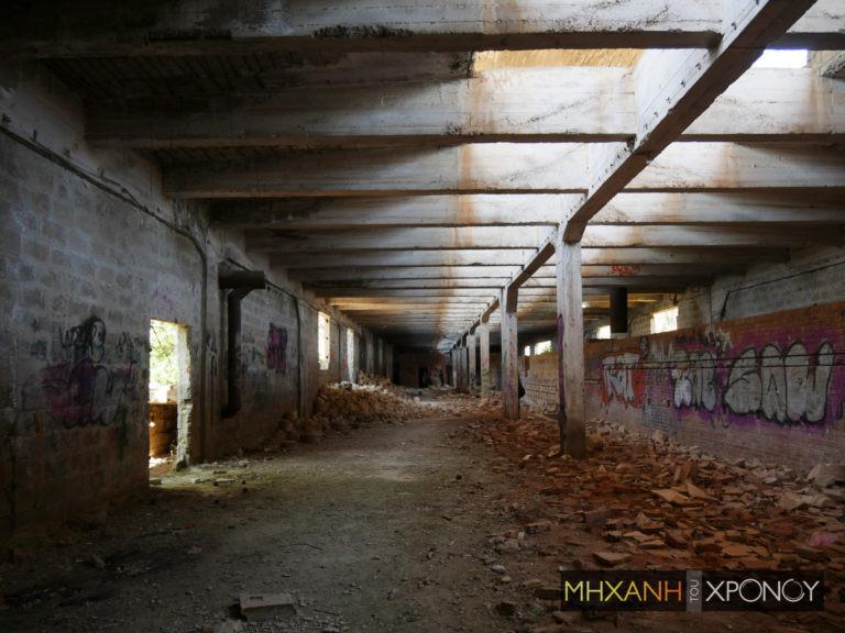 Ερείπια από τον φούρνο του εργοστασίου πορσελάνης