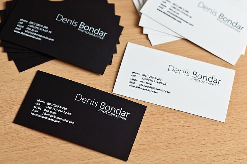 Обычные визитки из плотной бумаги