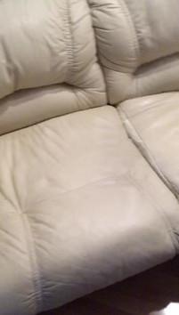Диван кожаный белый