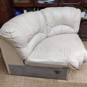 Кожаный диван белый (уголок)